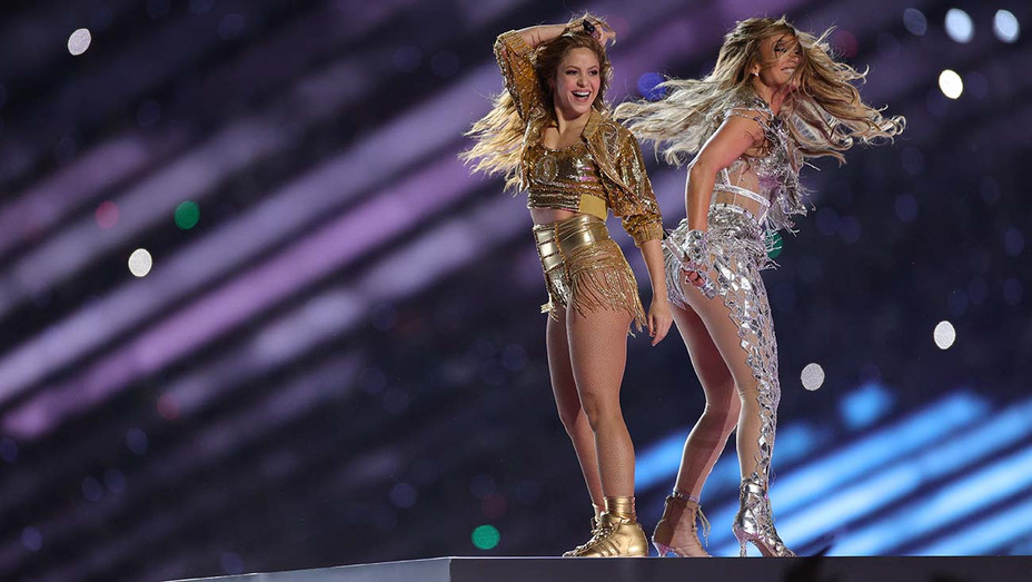 Super Bowl Jennifer Lopez Shakira Perform Dazzling Halftime Show With Touching Tribute To Kobe Bryant Hollywood Reporter