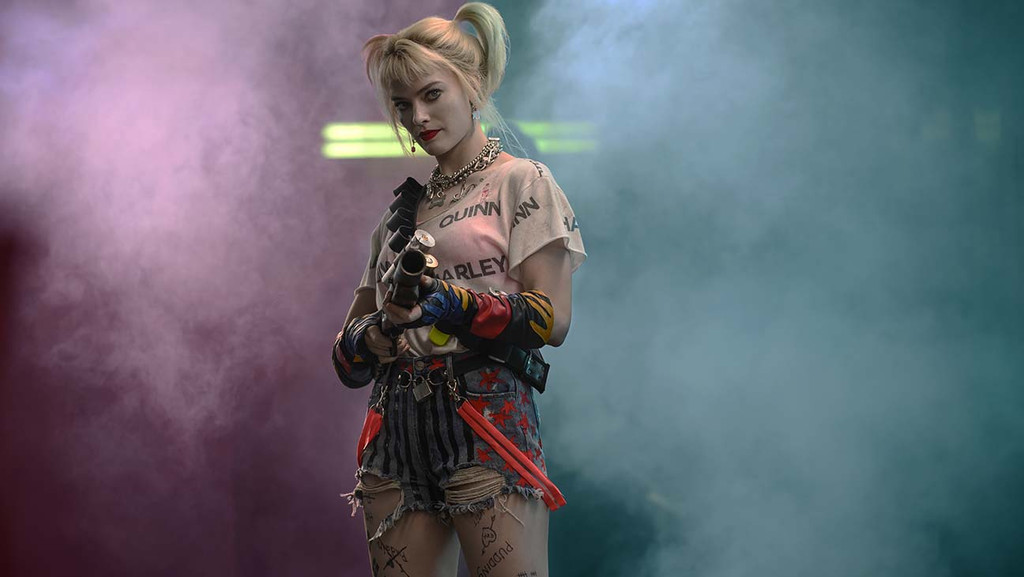 How Birds Of Prey Costume Designer Created Grounded And Urban Harley Quinn Outfits Hollywood Reporter