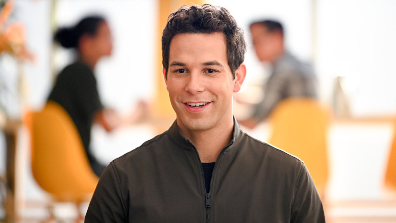 'Zoey's Extraordinary Playlist' Star Skylar Astin On His Musical Performances, 'Pitch Perfect' & More | In Studio