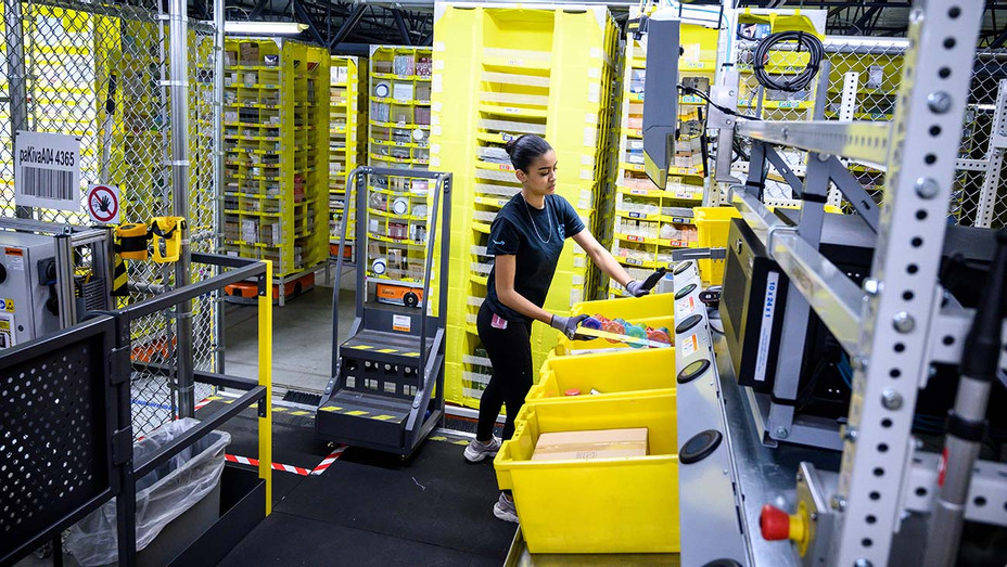 Amazon Warehouse - Getty - H 2020