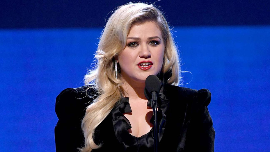 Kelly Clarkson 25th Annual Critics' Choice Awards  - Getty-H 2020