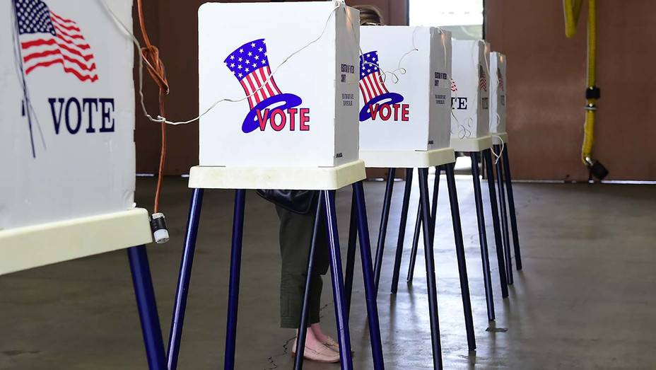 Voting in LA -Californians go to the polls 1- Getty -H 2020