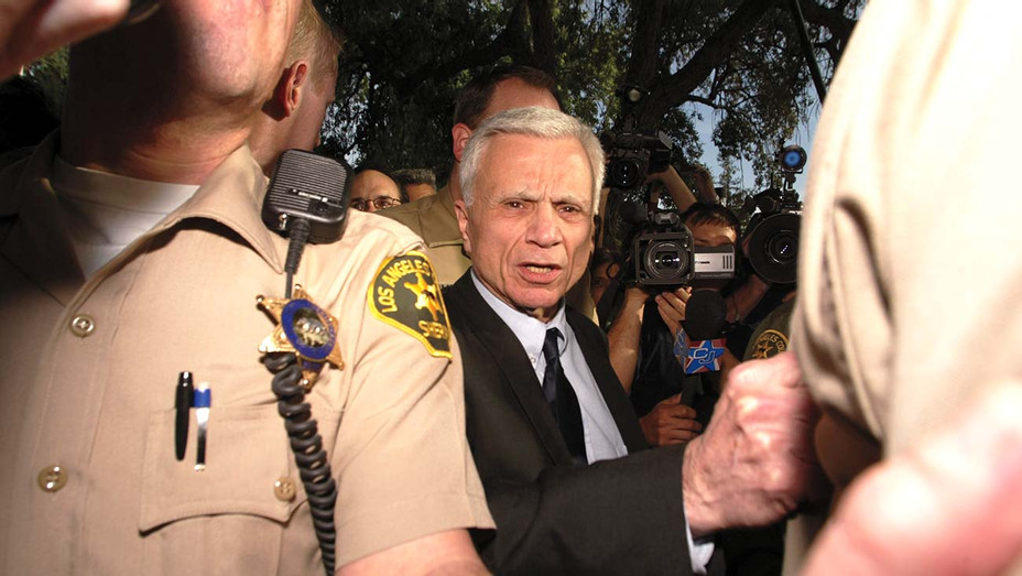 Robert Blake is escorted by sheriff's deputies after he was found not guilty of murdering his wife, Bonny Lee Bakley- Getty - H 2020