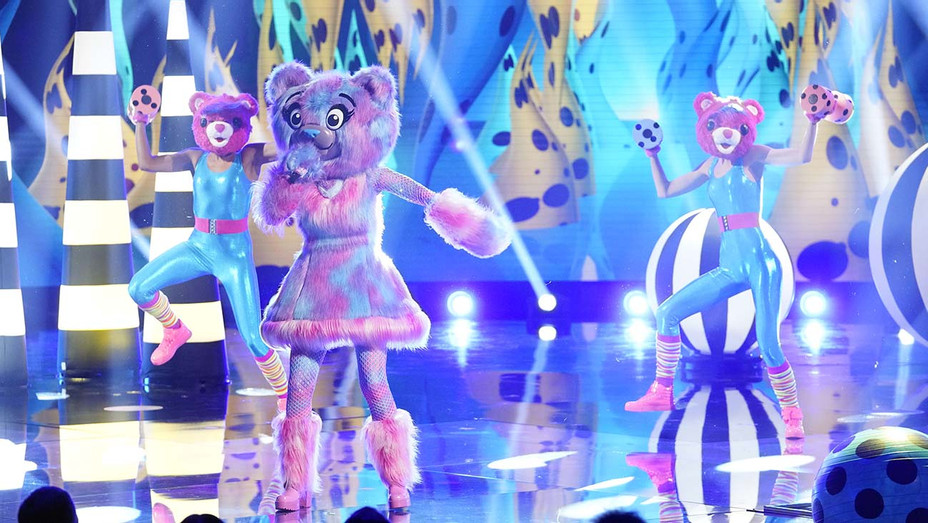 THE MASKED SINGER: The Bear_Last But Not Least: Group C Kickoff! - Publicity - H 2020