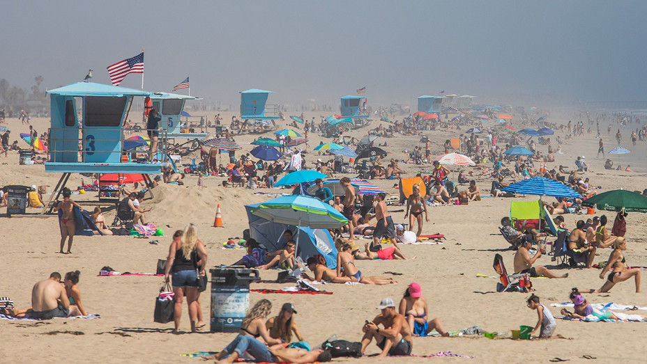 Crowded Huntington Beach on April 25 amid coronavirus pandemic - H Getty 2020