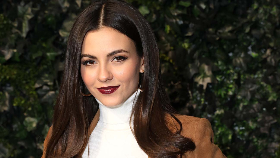 Victoria Justice- alice - olivia by Stacey Bendet Fall 2020 presentation - Getty-H 2020