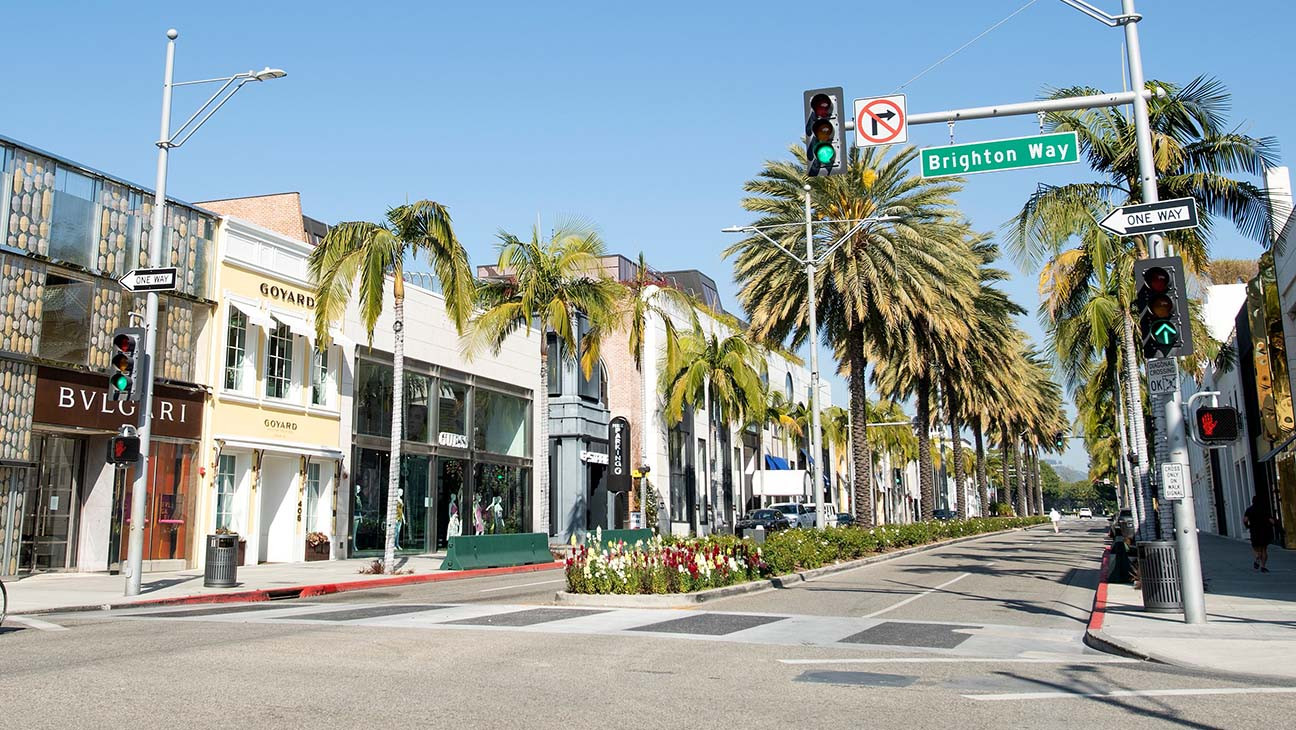 Los Angeles Issues New Stay at Home Order as Coronavirus Surges