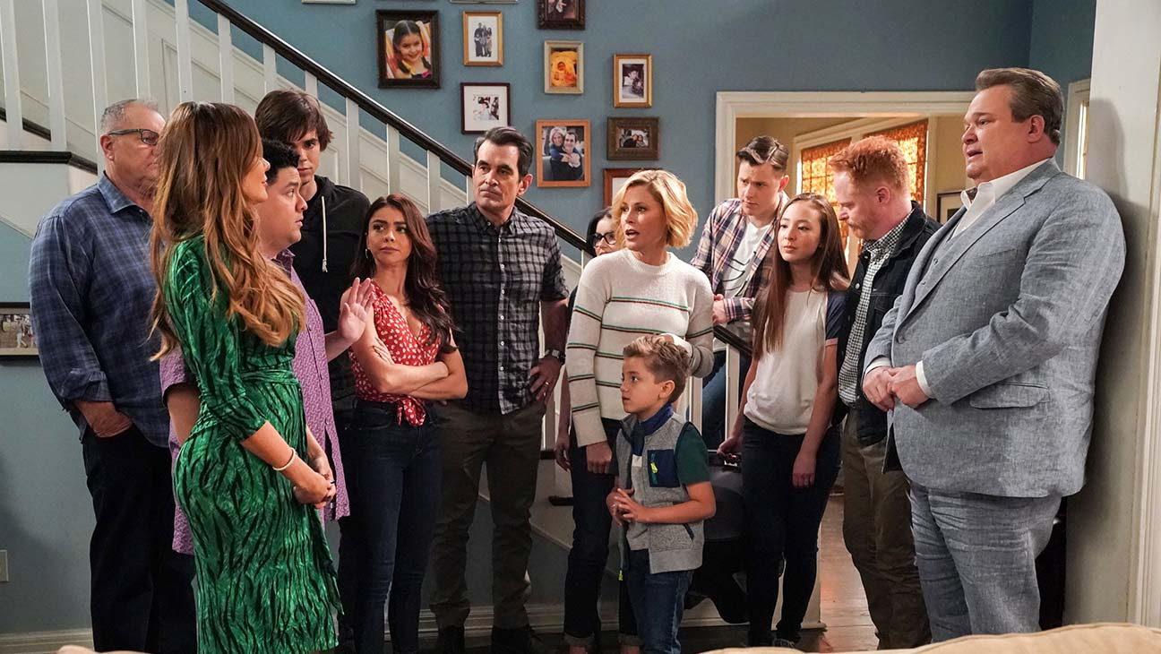 Modern Family Series Finale Spinoff Explained Steve Levitan Chris Lloyd Interview Hollywood Reporter
