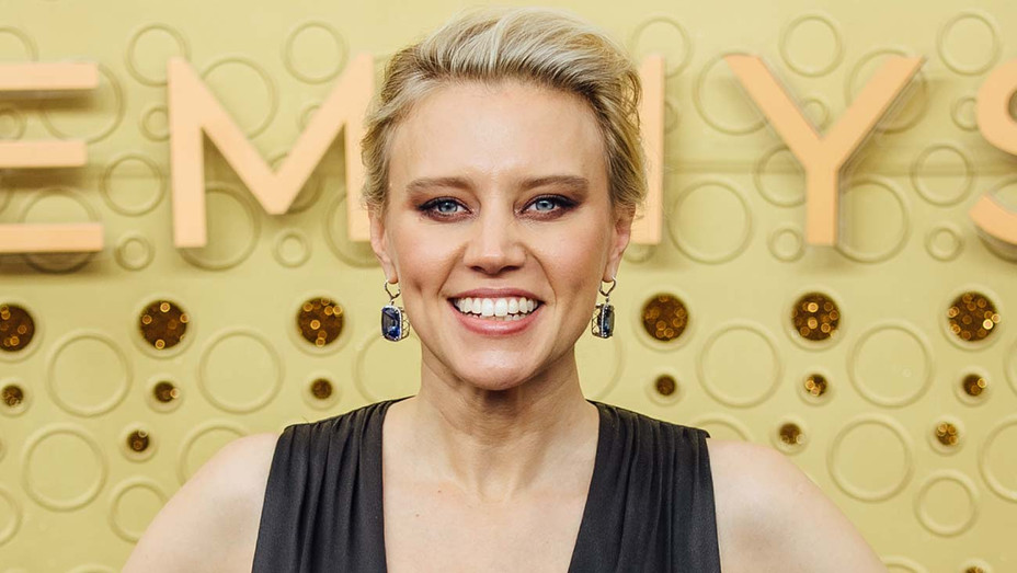 Kate McKinnon arrives at the 71st Emmy Awards - Getty-H 2020