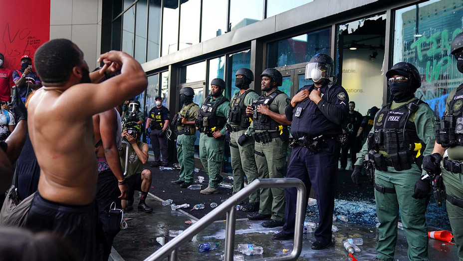 Police officers guard CNN Center during a protest on May 29, 2020 in Atlanta, Georgia. Demonstrations are being held across the U.S. after George Floyd died -Getty - H 2020