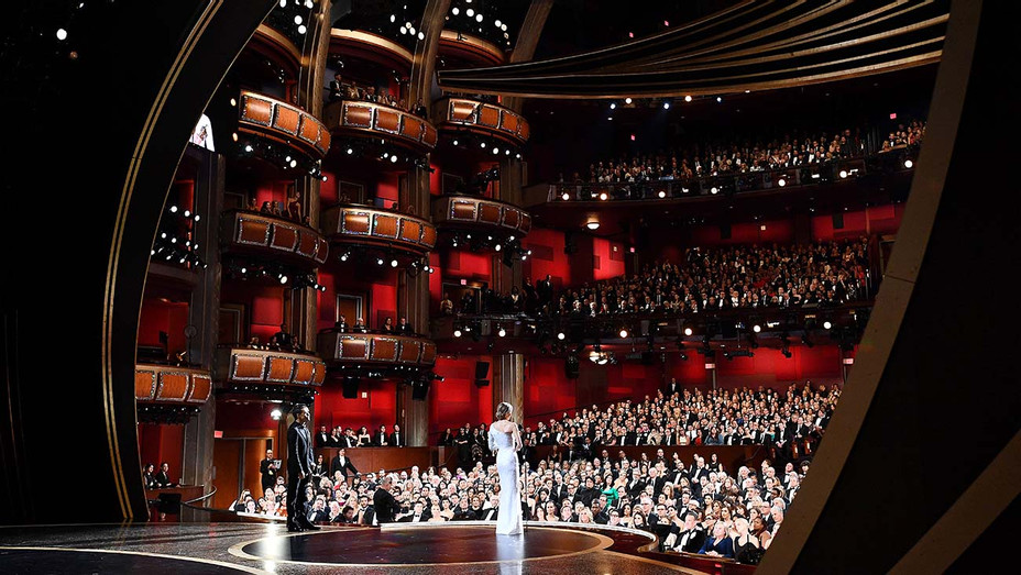 2016 Oscar winners celebrate on stage at the 88th Oscars on February 28, 2016 - Getty - H 2020
