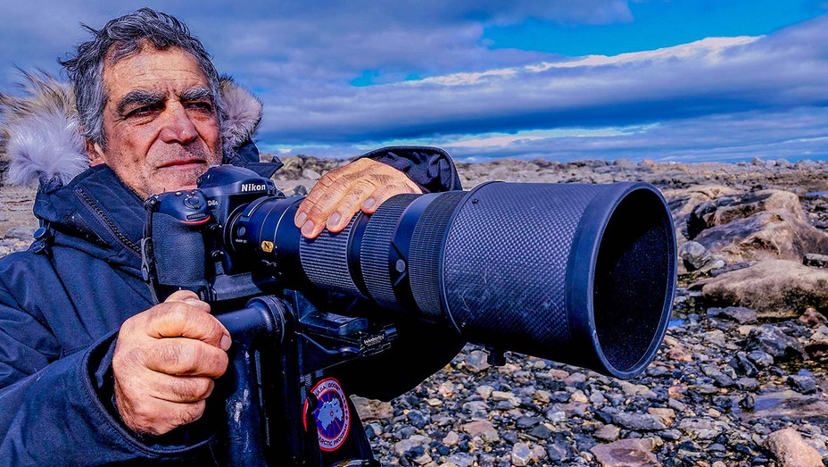 Picture of His Life Still 1 - Amos and Nikon - Photo Credit: Yonantan Nir - Publicity -H 2020