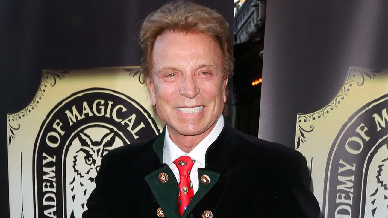 Siegfried Fischbacher, Master of Illusion in Siegfried & Roy, Dies at 81