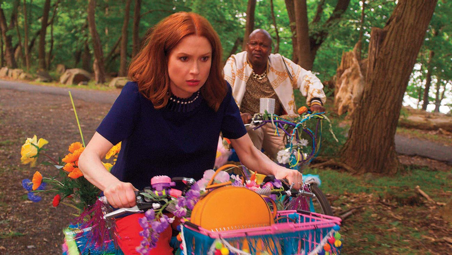UNBREAKABLE KIMMY SCHMIDT KIMMY VS. THE REVEREND -Kimmy (Ellie Kemper) and Titus (Tituss Burgess)-H 2020