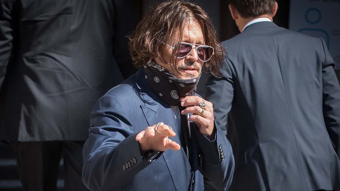 """Johnny Depp Loses Defamation Suit Over """"Wife Beater"""" Story"""