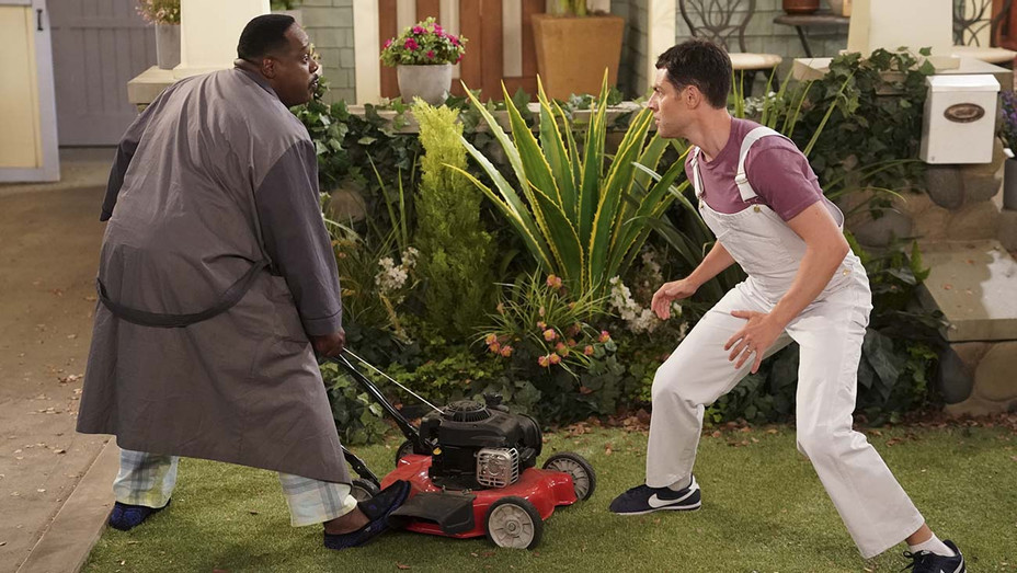 THE NEIGHBORHOOD - Welcome to the Fresh Coat -Cedric the Entertainer -Max Greenfield - Publicity -H 2020