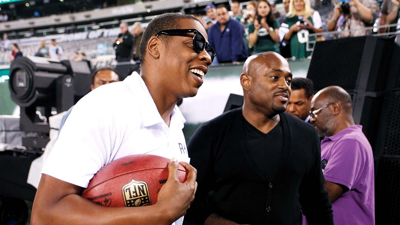 Jay-Z und Stoute (rechts) vor dem NFL-Saisoneröffnungsspiel im September 2011 im MetLife-Stadion in New Jersey.