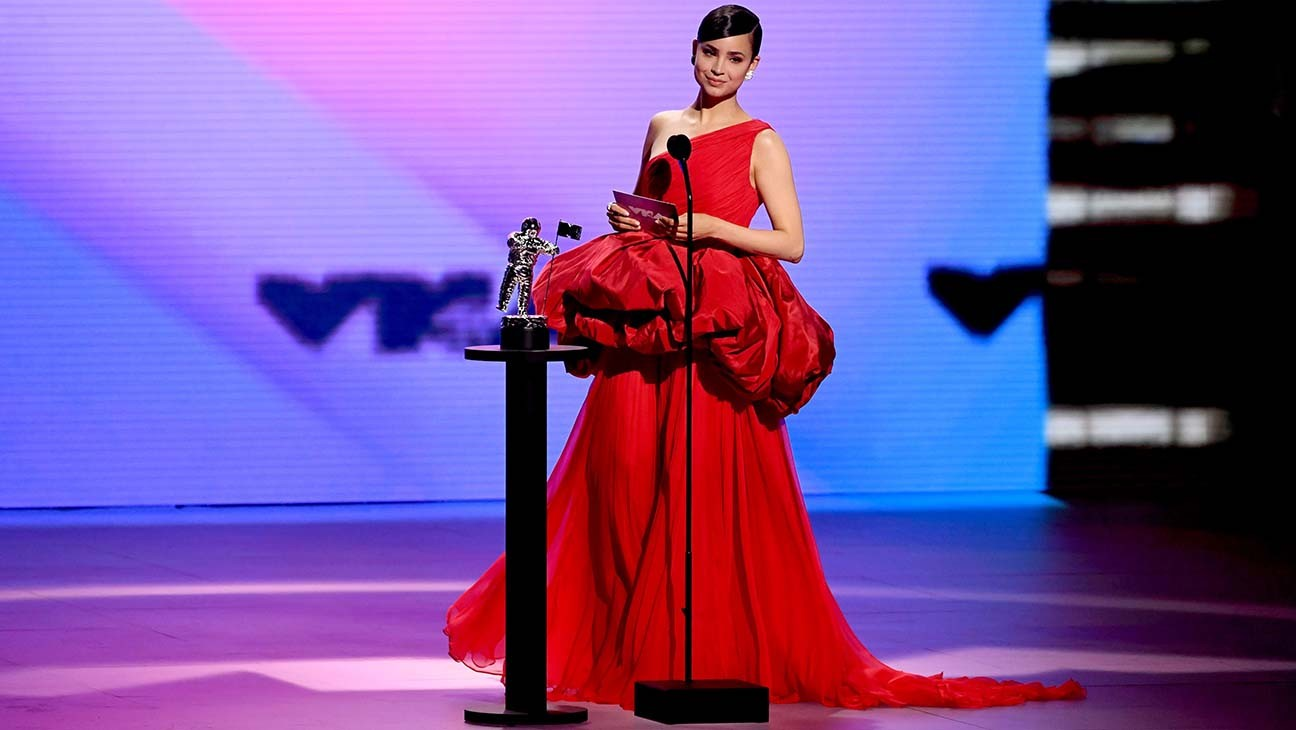 "MTV VMAs 2020: Sofia Carson Urges People to Vote: ""Unmute Your Voice"""