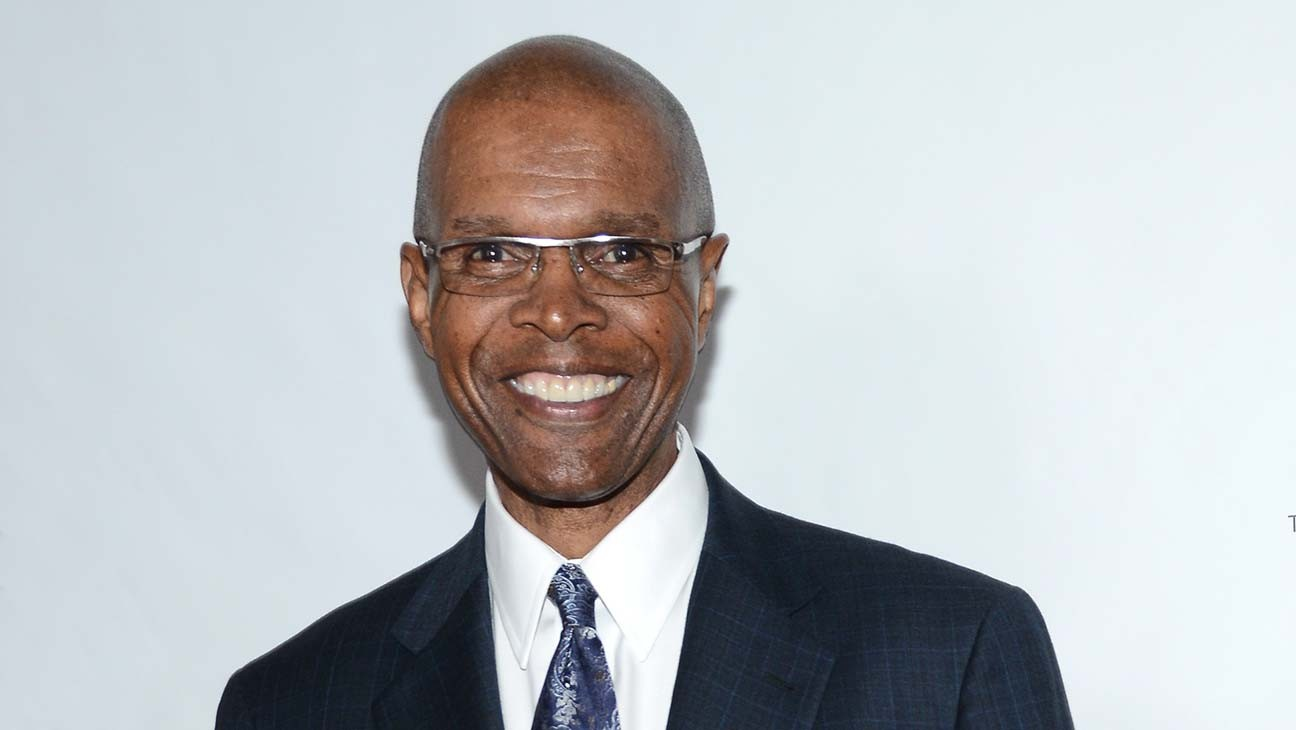 Gale Sayers, NFL Superstar at Center of 'Brian's Song,' Dies at 77
