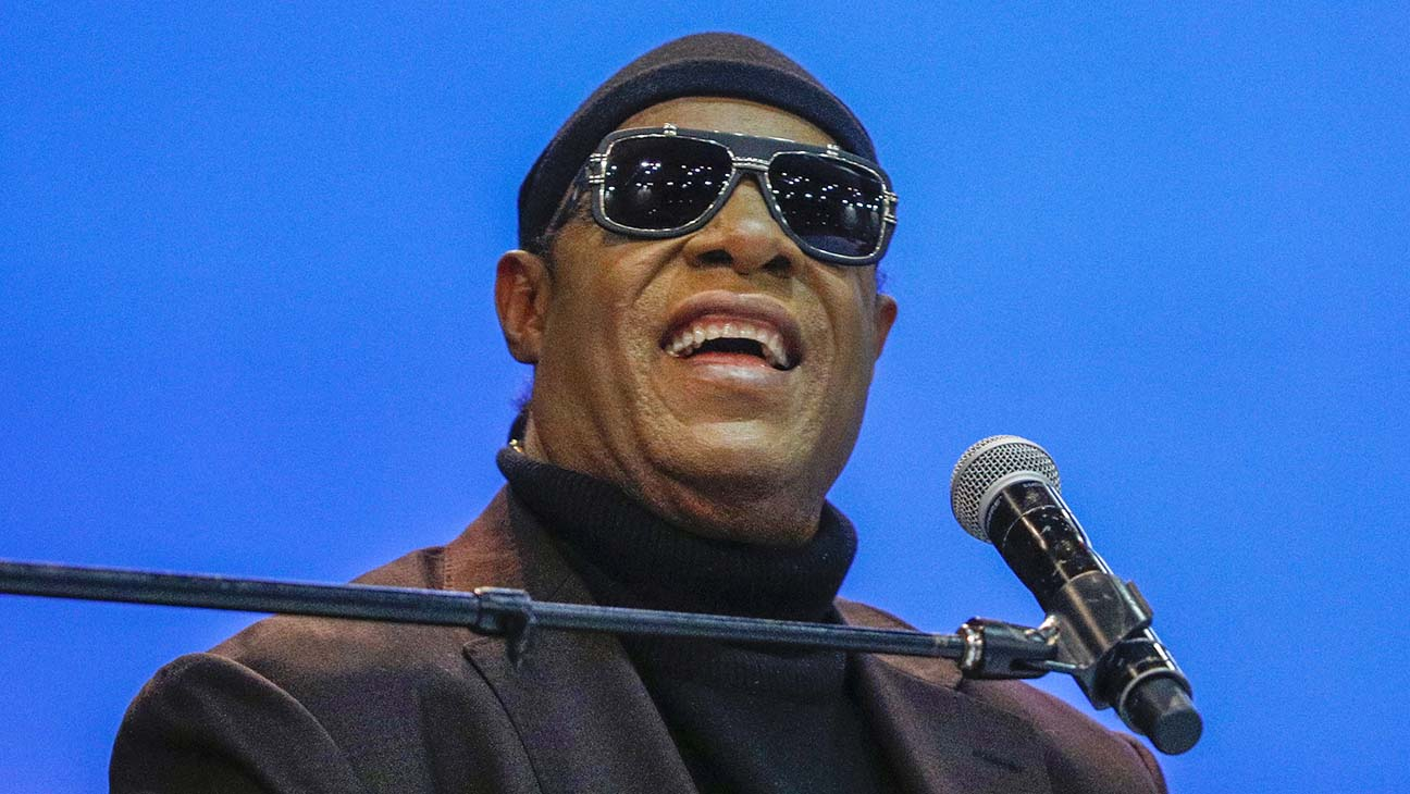 Stevie Wonder Leaves Motown, Reveals Two New Songs