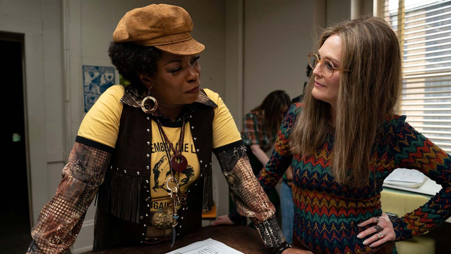 Lorraine Toussaint and Julianne Moore in The Glorias