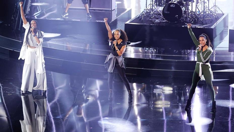 En Vouge Billboard Music Awards Performance
