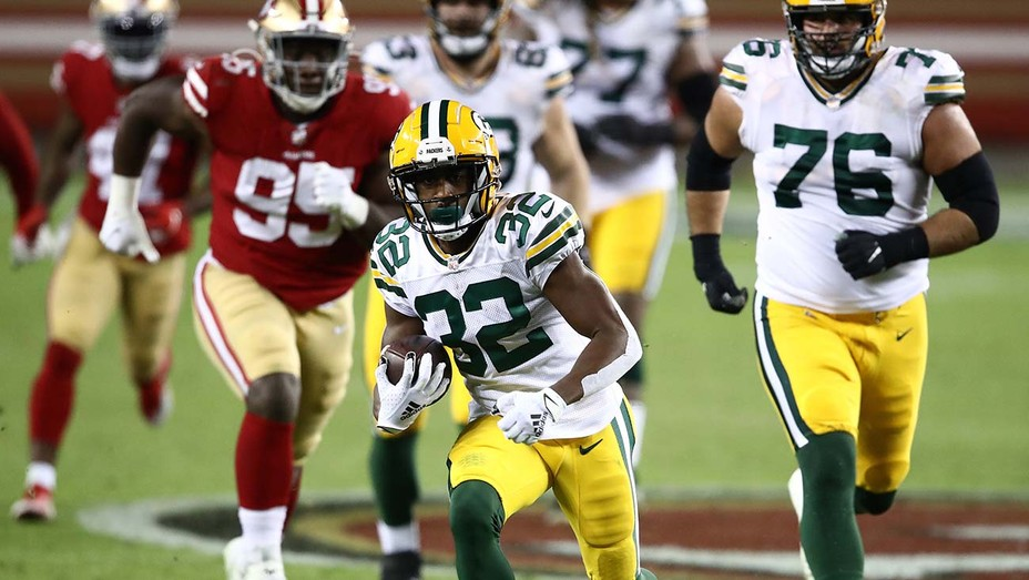Green Bay Packers runs against the San Francisco 49ers during the third quarter at Levi's Stadium on November 05, 2020.