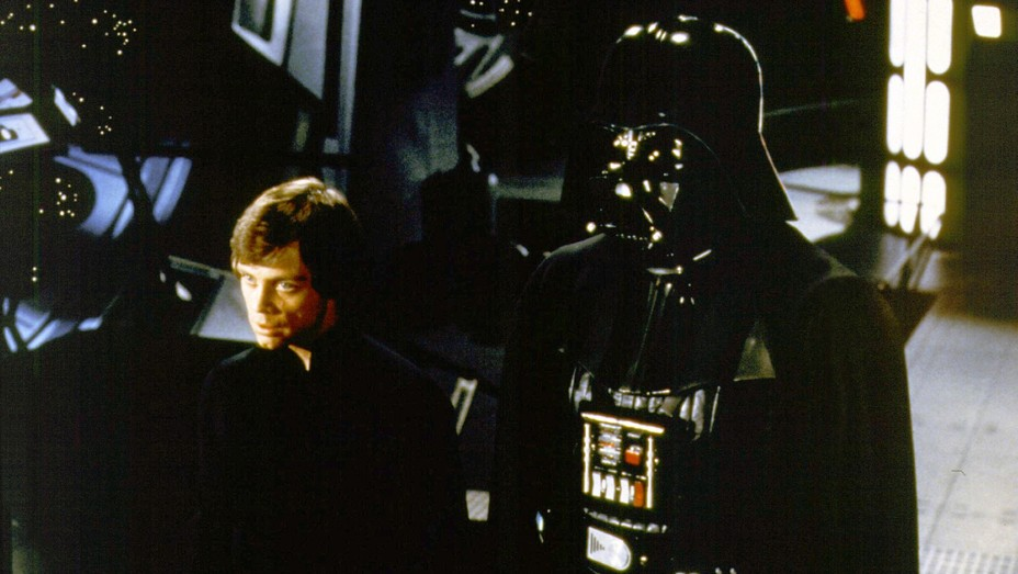 Mark Hamill as Luke Skywalker and David Prowse as Darth Vader in 'Return of the Jedi'.