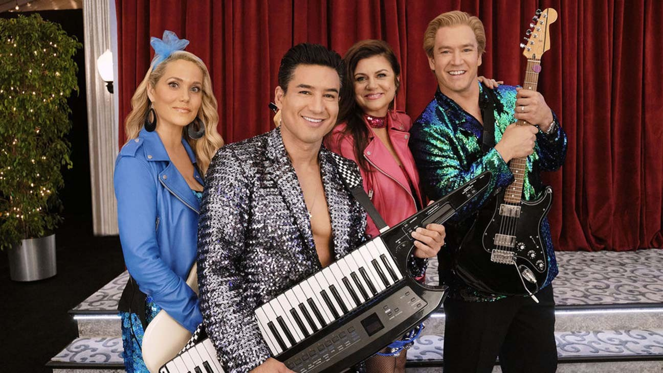 This Week in TV: 'Saved by the Bell,' 'Flight Attendant,' Thanksgiving NFL