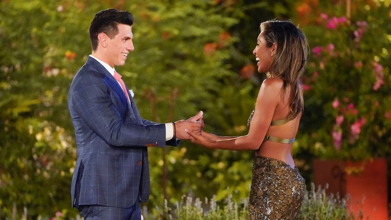 """'Bachelorette' Contestant Shares Post-Show COVID-19 Diagnosis: """"We Are All Vulnerable"""""""