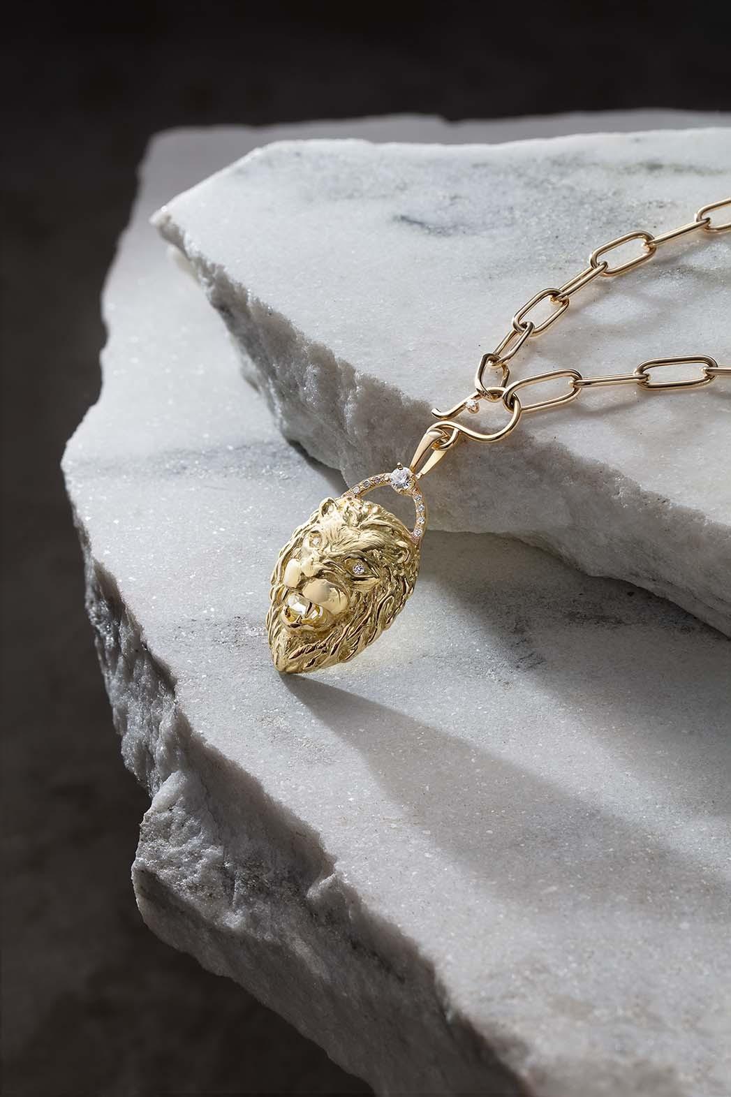 Lion's Head Anhänger Halskette von Schmuckdesignerin Zoë Chicco für das ReSet Collective.