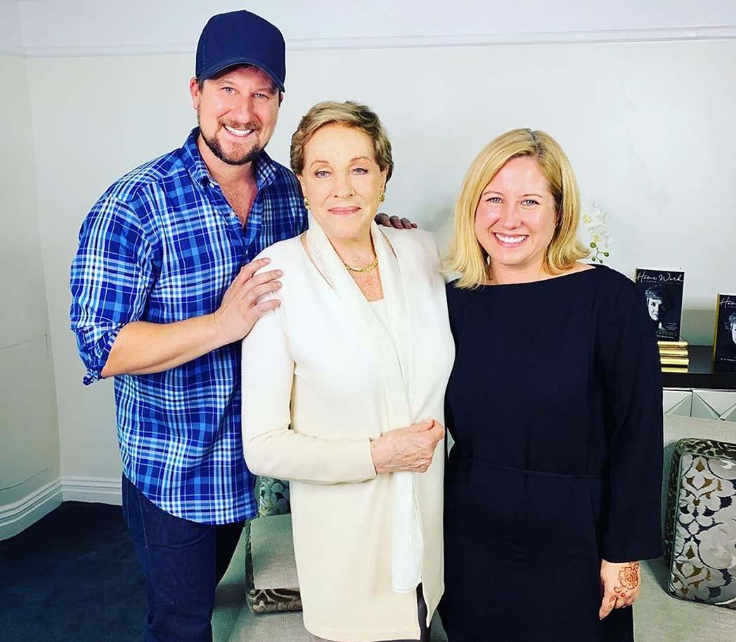 Bryan Moore, CEO von Talkshoplive, Julie Andrews und Mitbegründerin Tina Moore.