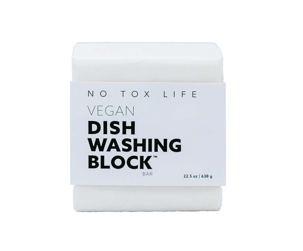 Dish Soap Bar No Tox Der palmenölfreie Bio-Riegel von Tox Life kann die Verwendung von flüssiger Spülmittel in Plastikflaschen ersetzen. 6-Unzen-Bar, 9 US-Dollar, notoxlife.com