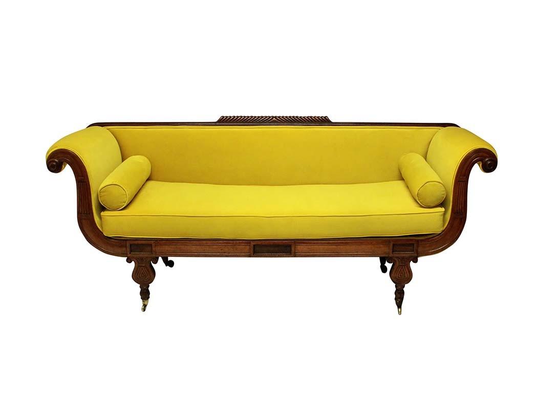 Regency Daybed aus Chartreuse-Samt, 5.034 US-Dollar; Alle Artikel sind bei 1stDibs.com erhältlich.