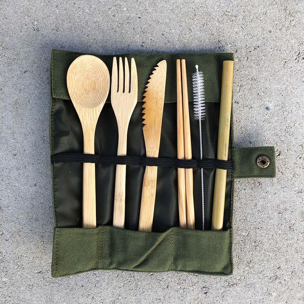 Wiederverwendbares Bambusbesteck, leicht zu verpackendes Utensil aus Bambus, enthält auch Essstäbchen und einen Strohhalm. (Plastikbesteck wird selten recycelt.) $ 12, prostainable.com