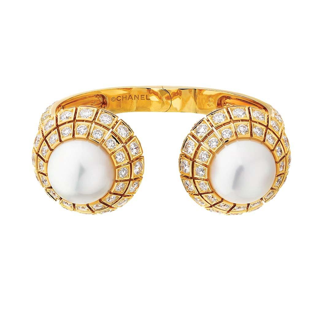 Vaslav-Armband von Chanel Fine Jewelry mit Perlen inmitten von 160 Diamanten; Preis auf Anfrage, chanel.com.