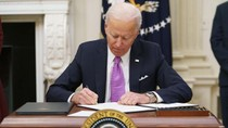 President Biden Signs Burst of Virus Orders, Requires Masks for Travel