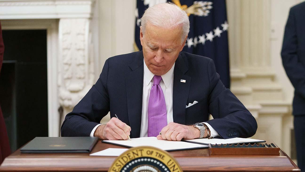 President Biden Signs Burst of Virus Orders, Requires Masks for Travel