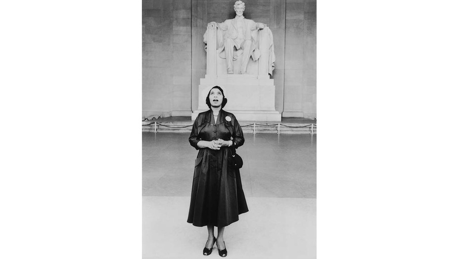 Marian Anderson stands in front of the statue of Lincoln