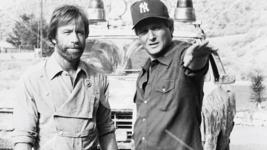 Chuck Norris, director Steve Carver on set, 1983