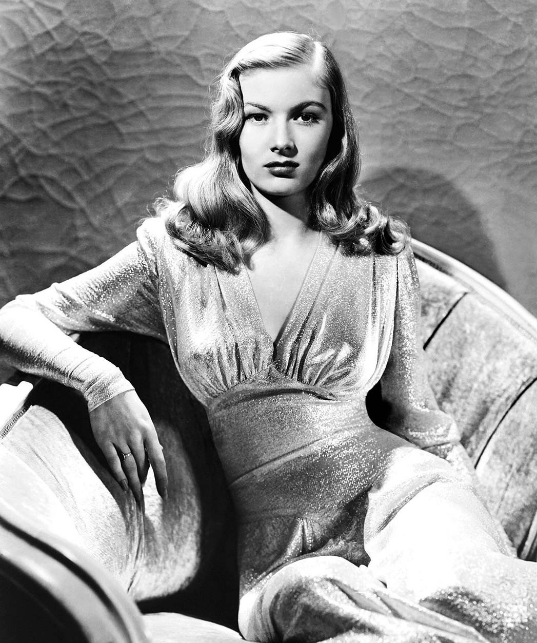 "Veronica Lake, in einem Kleid von Edith Head, in ""This Gun for Hire""."