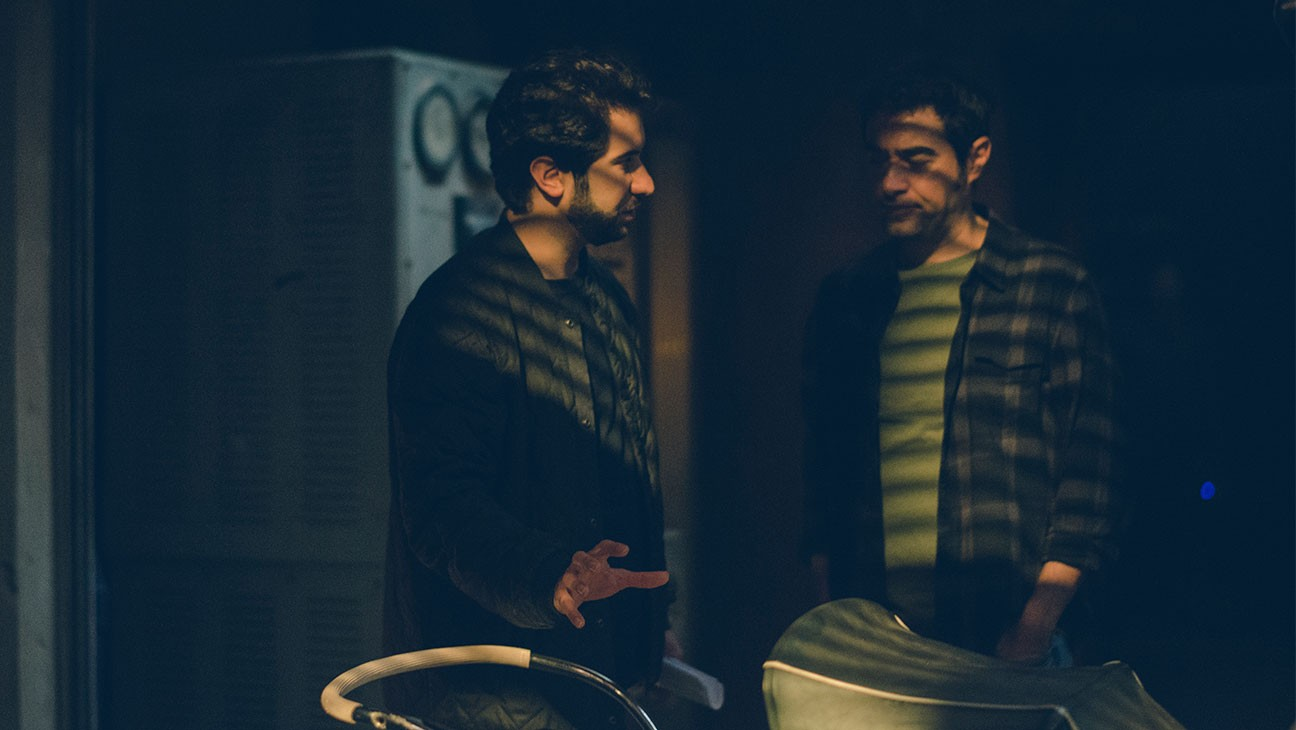 "Kourosh Ahari und Shahab Hosseini am Set von ""The Night""."