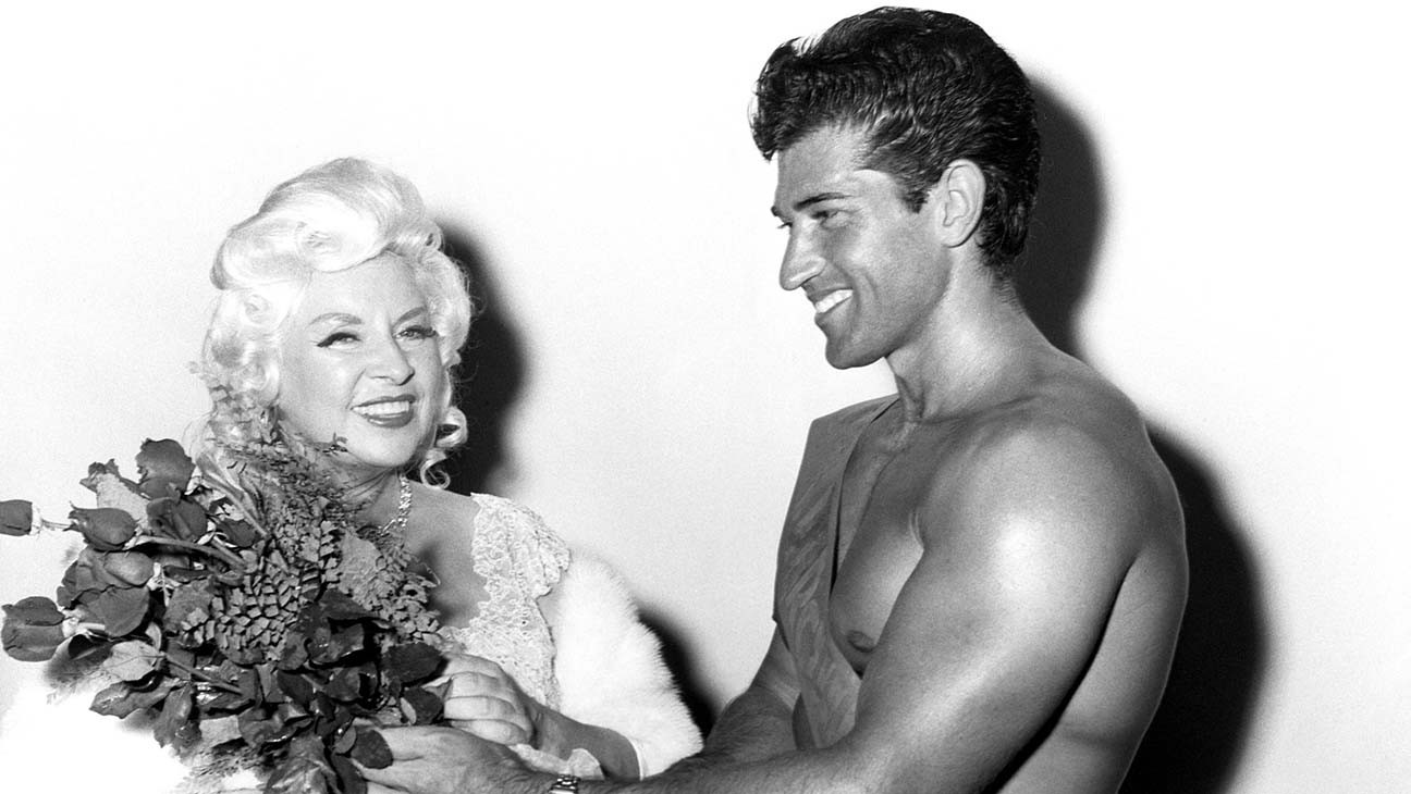 Reg Lewis, Actor and Mae West Muscleman, Dies at 85