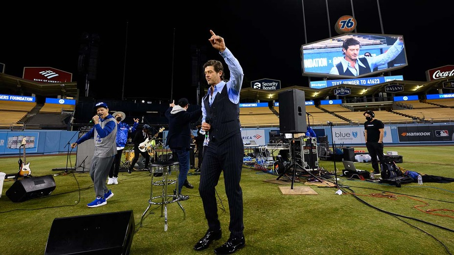 Robin Thicke and El DeBarge at RWQuarantunes x Los Angeles Dodgers Foundation virtual fundraiser