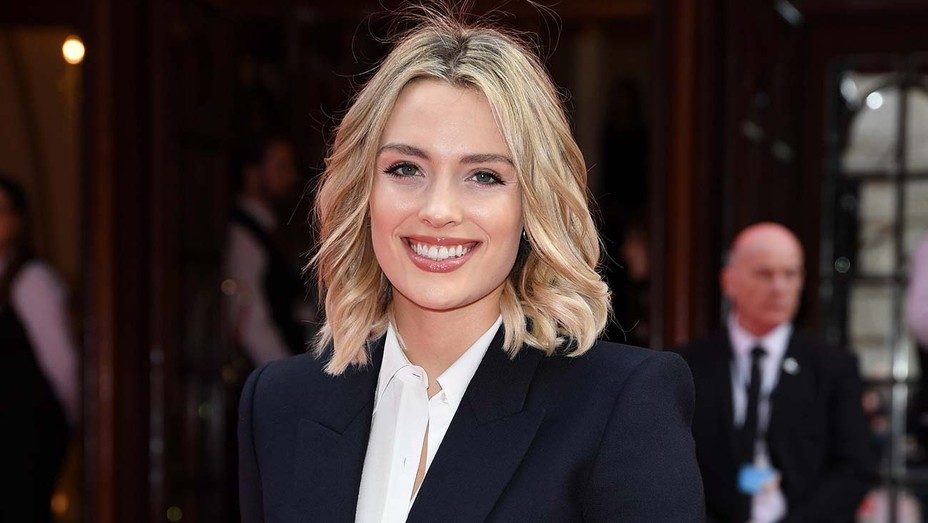 Batwoman' Casts Wallis Day to Take Over Ruby Rose's Role   Hollywood  Reporter