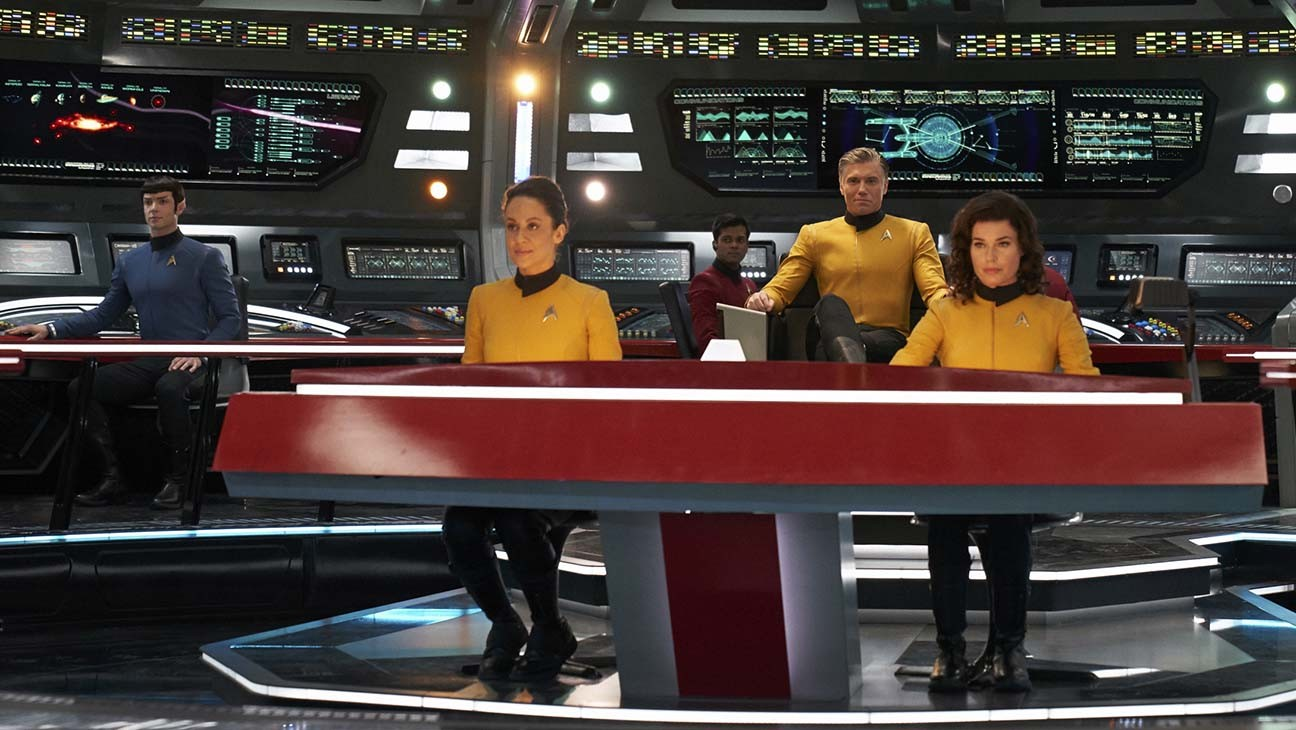 Star Trek Showrunner Discusses 'Strange New Worlds' Plan, Evolving Q For 'Picard'