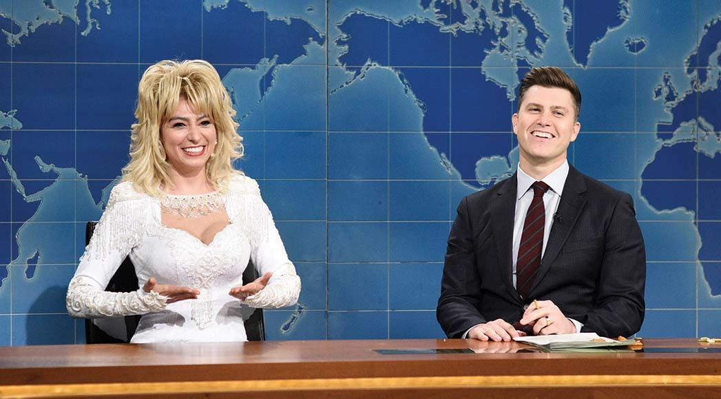 Villaseñor as Dolly Parton and anchor Colin Jost during Weekend Update