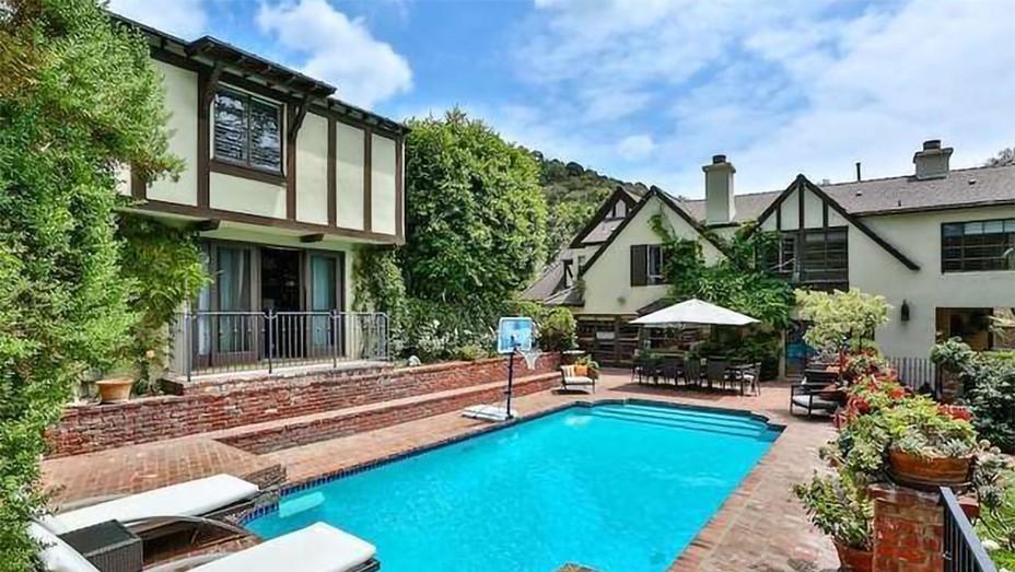 Rihanna - Beverly Hills House