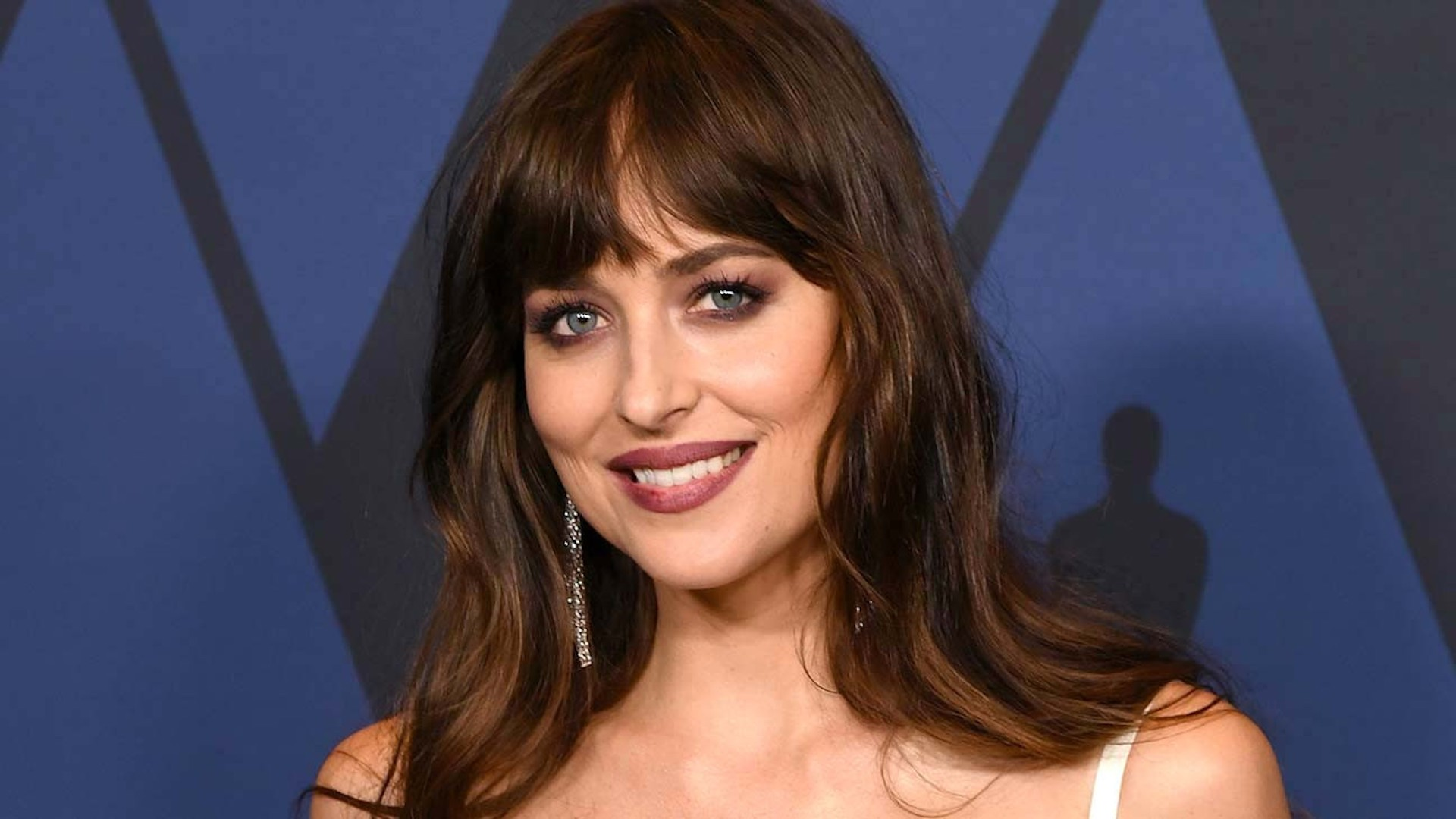 Dakota Johnson to Star in Modern Adaptation of Jane Austen's 'Persuasion' For Netflix | THR News
